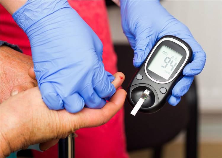 规范使用血糖仪,血糖监测更精准。